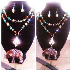 collar largo tricolor con medalla de la suerte elefante