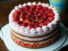 Offene Erdbeertorte mit weißer Schokolade