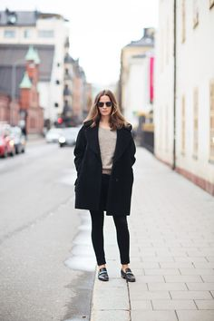 New Womens Black Loafers Outfit Ray Bans Ideas Tomboy Fashion, Fashion Moda, I Love Fashion, Fashion Trends, Black Loafers Outfit, All Black Outfit, Mode Style, Style Me, Style Minimaliste