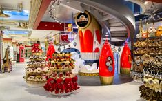 FAO Schwarz bringt Spielwaren nach Europa: Flagship-Store in London geplant Stuffed Animals, Stuffed Animal Displays, Rockefeller Center, In China, New York City, Action Rpg, Times Square, Holiday Pops, Nyc