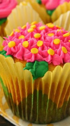 Lemon Buttermilk Flower Cupcakes