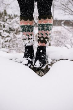 MUITAIHANIASYYSSUKAT ALUSTA LOPPUUN – MUITA IHANIA Learn How To Knit, How To Purl Knit, How To Make, Handicraft, Knit Crochet, Sandals, Knitting, Boots, Sweaters