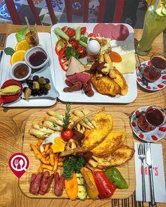 Sıcak Kahvaltı Tabağı & Klasik Kahvaltı 🍳 🏠Bam's Cafe Restaurant ☎️0216-326 0140 📍İstanbul / Acıbadem 💵 Klasik Kahvaltı Tabağı 20 ₺ 💵 Sıcak Kahvaltı Tabağı 25 ₺ 🛎 @bams_cafe 📸 @yemekneredeyenircom Kahvaltı yanında 2 çay ücretsizdir...
