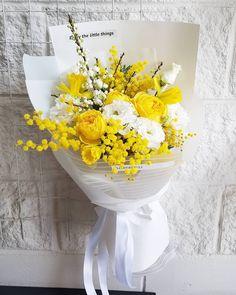 На данном изображении может находиться: цветок Boquette Flowers, How To Wrap Flowers, Beautiful Bouquet Of Flowers, Flowers For You, Beautiful Flower Arrangements, Paper Flowers, Beautiful Flowers, Wedding Flowers, Flower Bouquet Diy