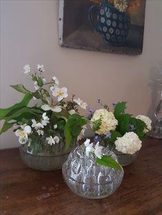 Anciens piques fleurs en verre moulé