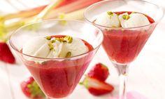 Frozen-Joghurt mit Erdbeer-Rhabarber-Grütze Rezept   Dr. Oetker