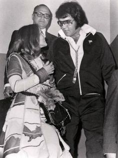 Net Image: Elvis and Priscilla leave the courthouse in Santa Monica, CA after divorce proceedings ending their six year marriage on October Photo ID: . Picture of Priscilla Presley - Latest Priscilla Presley Photo. Elvis Und Priscilla, Priscilla Presley, Elvis Presley Family, Elvis Presley Photos, Great Love Stories, Love Story, Robert Sean Leonard, Elvis Collectors, 1. Mai