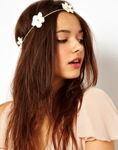 "I wish I could pull this look off. There is definitely a ""hippie"" girl inside of me! Flower Garland Head Band / River Island"