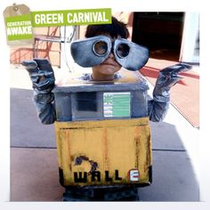 Become the Earth's superhero during Carnival Week with this recycled costume. Learn how here: http://bit.ly/WFnIkU