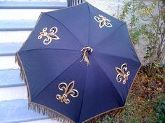 Fleur de lis umbrella. : http://southernlagniappe.blogspot.com/2010/05/ultimate-fleur-de-lis.html