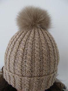 By Wisur: Lue med pelsdusk Beanie Knitting Patterns Free, Loom Knitting, Knit Patterns, Baby Knitting, Easy Knit Hat, Knitted Hats Kids, Hooded Scarf Pattern, Gudrun, Knitting Accessories