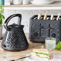 So schön können Wasserkocher und Toaster aussehen! Mit der Designserie von Morphy Richards verschönerst du einem lieben Menschen den Alltag.