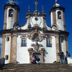 """Repost mineiro é bom dimais da conta! Ouro Preto por aqui uma cidade histórica que tem que entrar pra lista de todo mundo! #dicasdeviagem #aosviajantes .  Parabéns @marialmeidalp   .  Acesse http://ift.tt/1Mv9A8t e procure por """"Belo Horizonte"""" para saber sobre BH . . . . . . . #blogdeviagem #wanderlust #viagem #architecture #architexture #mercadomunicipal #mtur #missaovt #turismo #brazilgram_ #viagemeturismo #brasilclique #brazil_repost #landscape #visiteminasgerais #bh #minasgerais…"""
