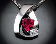 emerald necklace May birthstone Valentine's por VerbenaPlaceJewelry