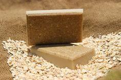 Recette de savon maison à l'avoine et au karité miel  huile d amande  douce et un savon acheté