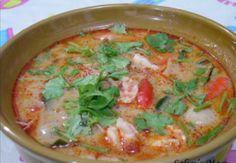 """เมนูอาหารไทย สูตรอาหาร : ต้มยำกุ้งน้ำข้น """"Tom yum Kung"""" (Thai sour and spicy shrimp soup) รสเด็ด แซ่บเว่อร์ อาหารยอดนิยมของคนไทยและชาวต่างชาติ อีกทั้งยังเป็นอาหารที่ชาวต่างชาติมาเที่ยวประเทศไทยแล้วต้องสั่งทาน สำหรับวันนี้เราขอแนะนำสูตรต้มยำกุ้งน้ำข้น..."""
