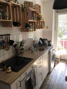 DIY kitchen shelves made of wooden boxes. shelf by wggesuchtde Diy Kitchen Shelves, Home Decor Kitchen, Kitchen Interior, New Kitchen, Kitchen Cabinets, Diy Coffee Table, Coffee Table Design, Diy Regal, Küchen Design