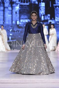 Huma Qureshi, Athiya Shetty, Shabana Azmi, Armaan Mallik and Sophie Choudry dazzled last night as they walked the ramp for Manish Malhotra's show, or. Indian Fashion Dresses, Indian Gowns Dresses, Dress Indian Style, Indian Designer Outfits, Pakistani Dresses, Indian Outfits, Designer Dresses, Mehendi Outfits, Indian Clothes