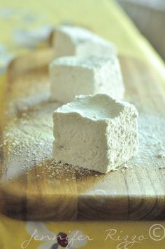 How to make homemade corn-free marshmallows Recipes With Marshmallows, Homemade Marshmallows, Homemade Candies, Candy Recipes, Fall Recipes, Real Food Recipes, Dessert Recipes, Just Desserts, Delicious Desserts