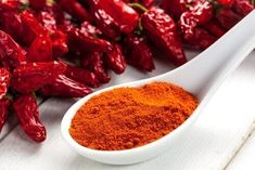Many foods act as natural antibiotics and are effective in treating many health issues. Unlike the over-the-counter antibiotics, most natural antibiotics also fight viral and fungal infections. Spicy Recipes, Healthy Recipes, Healthy Holistic Living, Natural Antibiotics, Cayenne Peppers, Healthy Drinks, Healthy Food, Stuffed Peppers, Heart Attack