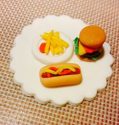 Burger cake on Pinterest | Hamburger Cake, Burger Cake and Fondant ...