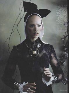 """Master Class"" : Freja Beha Erichsen & Arizona Muse : UK Vogue September 2011 : Mario Testino"