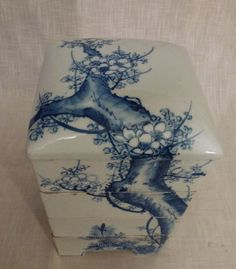 white & blue ceramic jubako dating from the Meiji-Taisho period with 4 stacking boxes