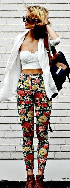 Trendy Ways To Style Your Floral Pants For That Diva Look - Fashion Frenesia Looks Street Style, Street Style Trends, Looks Style, Street Styles, Trendy Outfits, Summer Outfits, Cute Outfits, Hipster Outfits, Work Outfits