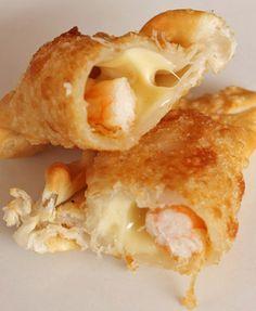 Empanadas Camarón Queso  Tal como su nombre, con una cantidad generosa de camarones frescos y rico queso fundido.
