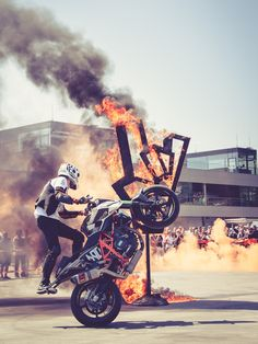 Last Saturday, during KTM festival on RedBull Ring, Rok Bagoros the KTM factory stunt rider picked up unpleasant injury that will force him for unplanned rest. While landing from a front flip over handlebar, Rok injured his knee. Despite