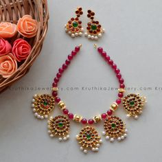 Red Beads Necklace With Kemp Pendants With Matching Earrings Ethnic Jewelry, Indian Jewelry, Gold Jewelry, Jewellery Designs, Simple Jewelry, Beaded Necklace, Pendants, Pearls, Earrings