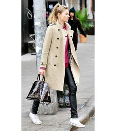 Update Your Wardrobe With A New Trench Coat: Jessica Hart Trench Coat Outfit, Beige Trench Coat, Trench Coat Style, Burberry Trench Coat, White Converse Outfits, Black Dress Outfits, Winter Dress Outfits, Casual Outfits, Fashion Outfits