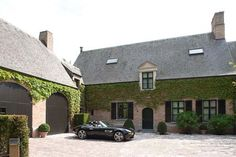 Frank Missoten, villabouw, belgium house, home Car Barn, Coach House, Stamford, Carriage House, New Builds, Home Fashion, Architecture, Beautiful Homes, Brick