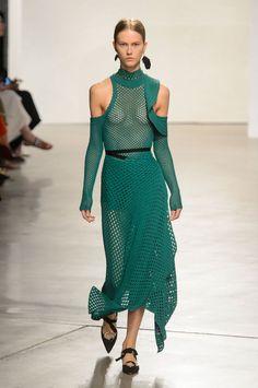 Proenza Schouler propõe alfaiataria alongada para o verão - Vogue | Desfiles