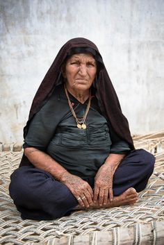 Rabari women wear a necklace with small medaillions engraved with feet to signal that they are the second wife of a widower.