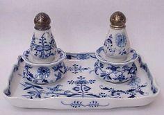Pepřenka a solnička *  porcelán s cibulový vzorem CZ.