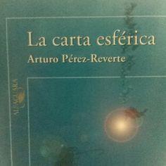 """Un cazador de naufragios es el protagonista de esta novela de Arturo Pérez Reverte. """"La Carta Esférica."""