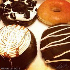 日本にいる父親の70回目の誕生日? #krispykreme #doughnuts で Happy Birthday Dad from the #philippines