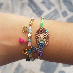 Collar Minnie o Mickey – lilomarket Kids Bracelets, Seed Bead Bracelets, Seed Bead Jewelry, Beaded Jewelry, Perler Bead Disney, Nautical Earrings, Seed Bead Projects, Beaded Earrings Native, Loom Beading