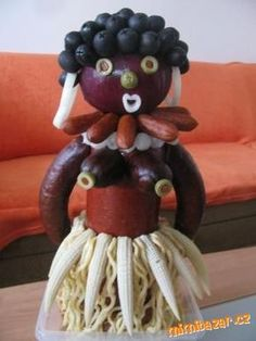 Salámová černoška k šedesátinám Creative Food Art, Food Decoration, Fruit Art, Food Humor, Christmas Diy, Cherry, Food And Drink, Presents, Banana