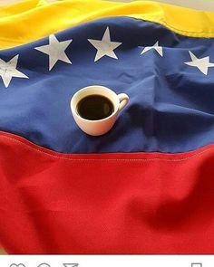 A R O M A  D I  C A F F É  . Conocer a profundidad nuestro café  es otorgarle el valor que merece. Es promover la #CulturaDelCafé dentro de nuestras fronteras. En Venezuela  cosechamos la variedad #Arabica. . Su piso de cosecha oscila desde los 400 msnm hasta los 1500 msnm. La altitud el tipo de suelo y las condiciones medioambientales de nuestras diversas regiones; le otorgan características únicas y especiales a nuestro café. . Por ello es necesario para todo #Barista y #CoffeeLover amar…