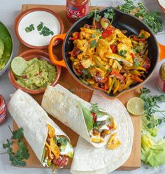 Vegetarische Fajita-s met Halloumi Tex Mex style Pureed Food Recipes, Good Healthy Recipes, Veggie Recipes, Vegetarian Recipes, Healthy Food, Halloumi, Tacos, Tex Mex, Low Carb Brasil