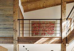 Installée surla rive escarpée du lac Massawippi, la maison de la designerStéphanie Cardinal est un exemple de construction verte. Comme un portail vers la rivière, la résidence a été construite avec du bois 100% récupéré et traité uniquement avec des produits naturels. L'architecte s'est inspirée du style de structure des arénas pour ainsi bénéficier de …