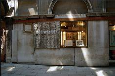 DesignApplause | The olivetti shop in venice. Carlo scarpa.