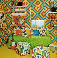 Insane kid's room 1971.  How could you possibly sleep in here?  I think that pattern would shine right through your eyelids.