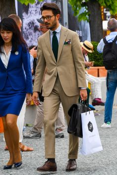 Mens Fashion Suits, Mens Suits, Olive Green Suit, Beige Suits, Suit Combinations, Preppy Boys, Classy Suits, Masculine Style, Stylish Mens Outfits