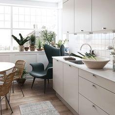 Koselig kjøkken i mørk mokka – Se modell Stockholm Nordic Kitchen, New Kitchen, Kitchen Unit Doors, Design Your Kitchen, Kitchen Models, Types Of Doors, Beautiful Kitchens, Hygge, Stockholm