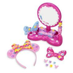 Inventa un estilo propio inspirado en Minnie con nuestro set de creación de diademas de Minnie. Con 43 piezas para crear una diadema y un look perfectos, incluyendo un espejo de tocador supermono.
