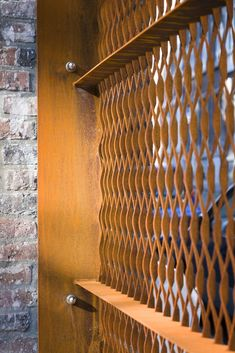 Strekmetaal 51.23.32.20 & CRYSTAL 200 M in het park Sint-Agathe Ste Agathe, Wall Section Detail, Expanded Metal Mesh, Metal Grill, Donor Wall, Metal Cladding, Perforated Metal, Pub, Grill Design