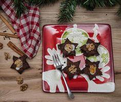 Pierniczki ŚOS, czyli pierniczki ostatniej szansy. Daktylowo-orzechowe, o korzennym aromacie. Można je zrobić dzień przed Wigilią. Są wilgotne i naturalnie słodkie. Nie zawierają glutenu, masła i drożdży. #pierniczki#Christmas#cookies#gluten#free